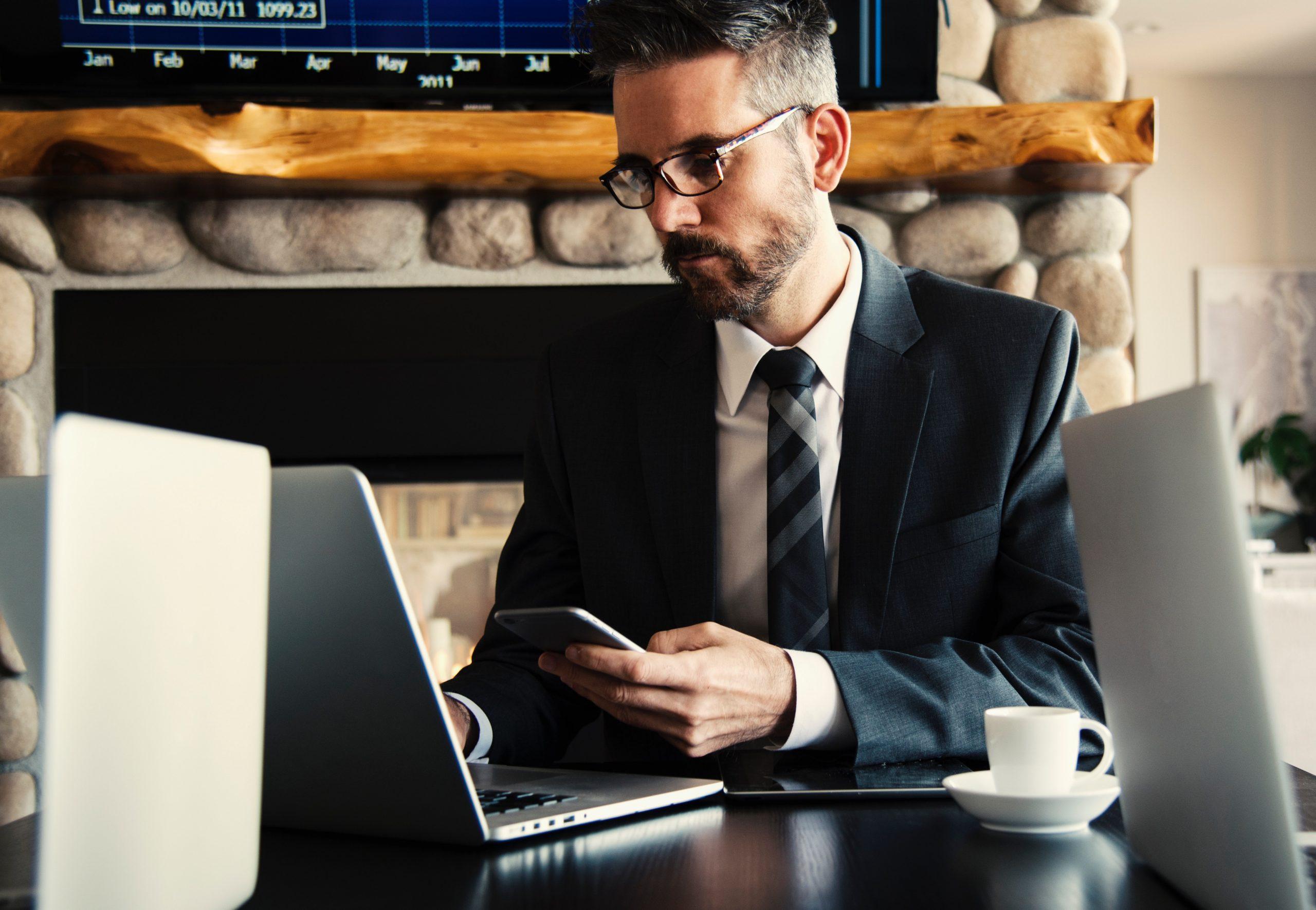โปรแกรมไหนเหมาะกับธุรกิจมากกว่า